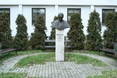 szobor kertben